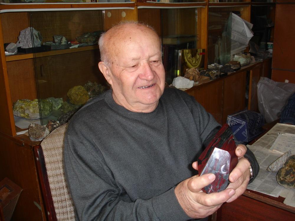 Миронюк Анатолий Федорович и минерал