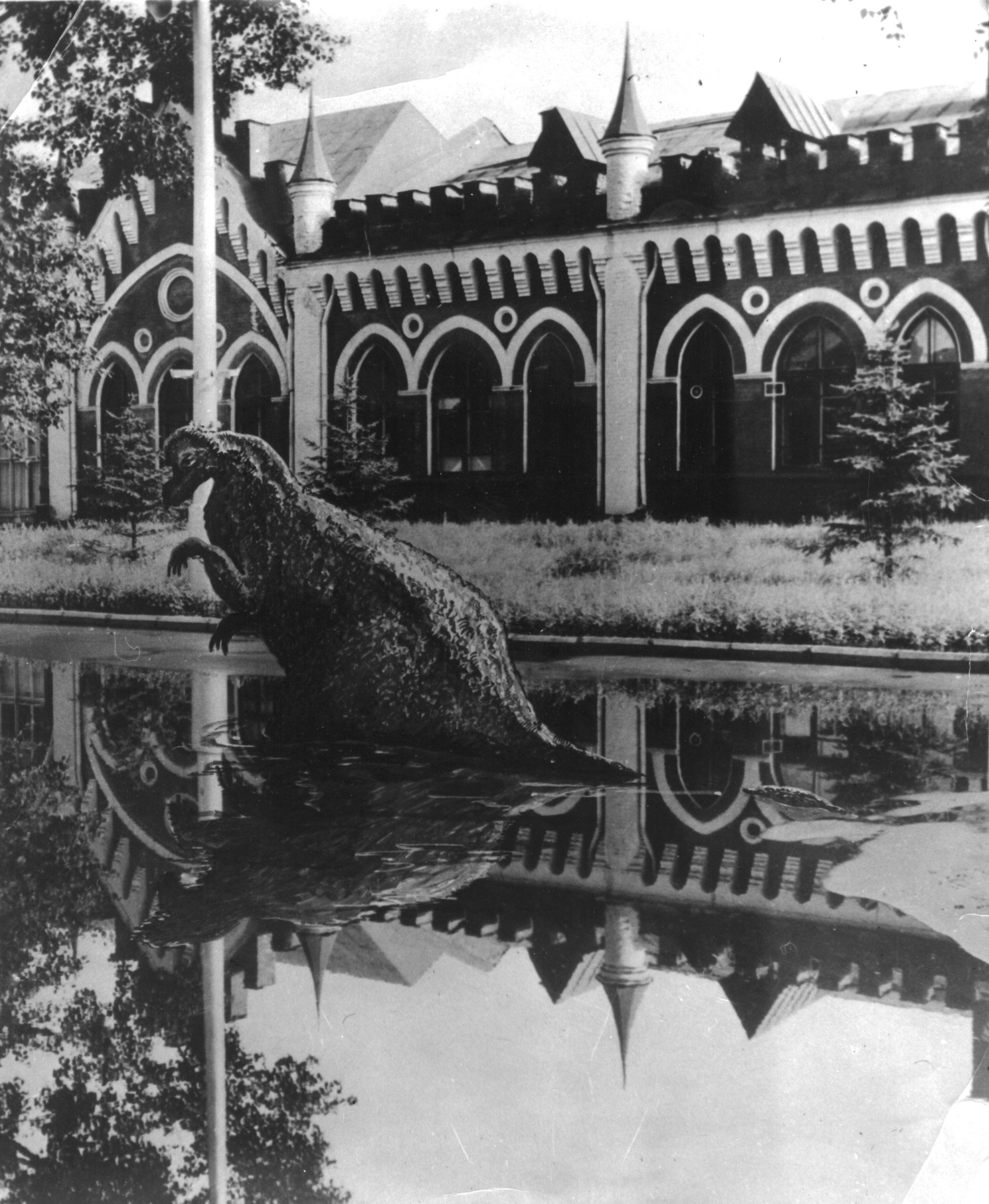 Хмельницкого 2 Динозавр